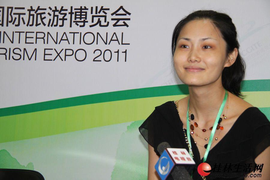 美国佛罗里达州旅游局中国代表处公关经理王卉,接受媒体专访。