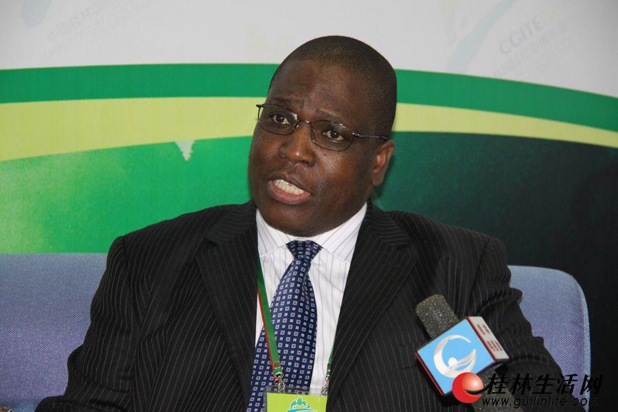 津巴布韦共和国驻华大使馆公使衔参赞米沙克·凯臣,接受媒体专访。