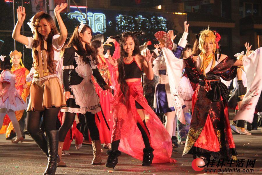10月27日晚8点,第三届桂林国际山水文化旅游节艺术巡演在中山中路隆重