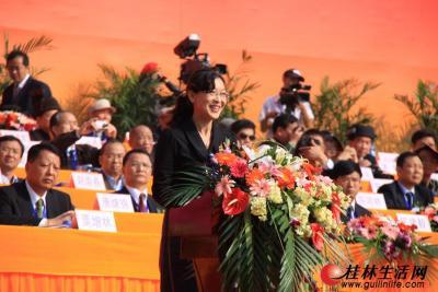 全国人大民委、国家民委祝贺团团长、国家民委办公厅副主任黄耀萍讲话