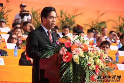 自治区代表团团长、自治区党委常委、统战部部长黄道伟讲话
