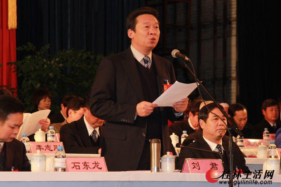 上午9时,大会主席团常务主席、大会执行主席刘君主持大会并宣布大会开幕。