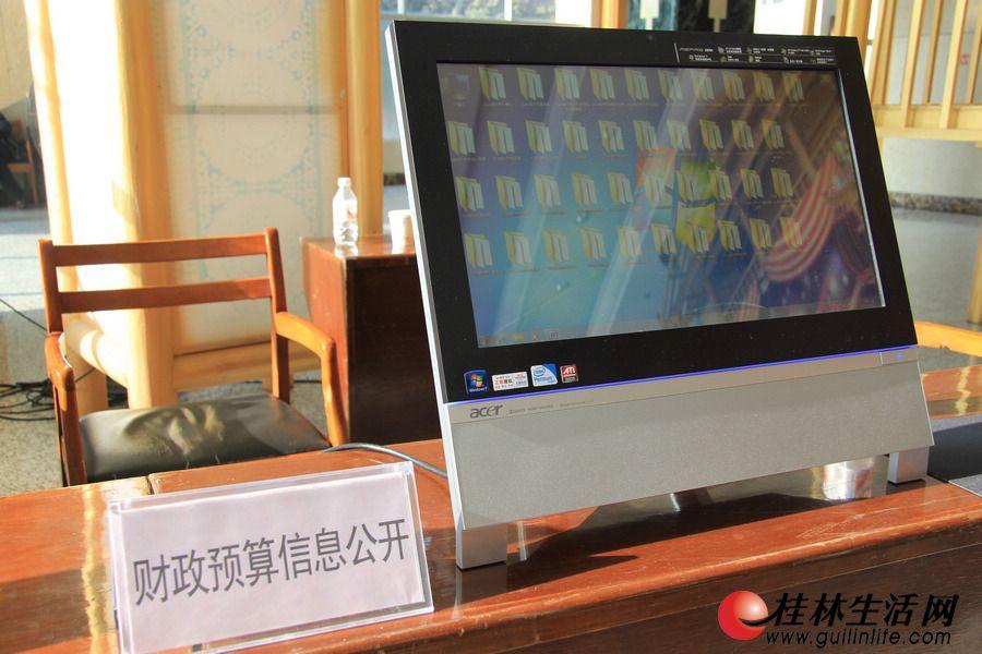 人大代表可以在现场查阅桂林市40个政府部门2012年的预算