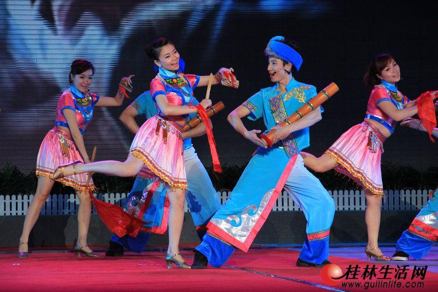 桂林市曲艺团表演节目《我的学生我的爱》