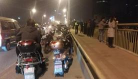 柳州男子深夜跳下大桥