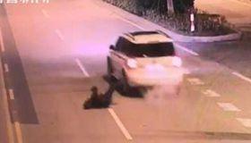 男子跌落下车 妻子竟浑然不知