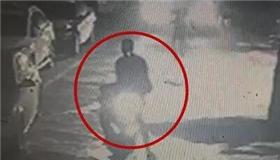 两男子诱骗按摩女宾馆开房 途中对其抢劫