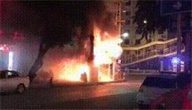 突发!凌晨民宅起火 铺面被烧成废墟