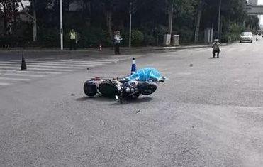南宁一女电动车手被撞身亡