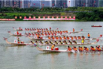 中国-东盟国际龙舟邀请赛南宁举行