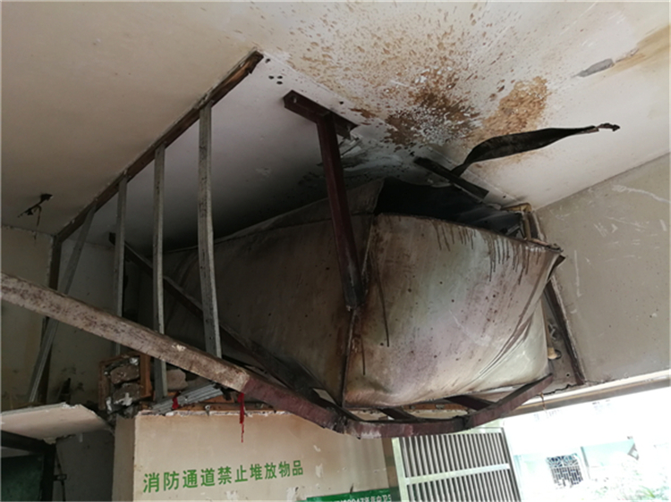 桂林这家餐馆像地震般冒烟外墙破裂