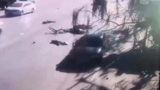男子开奥迪撞学生,5人死亡18人受伤