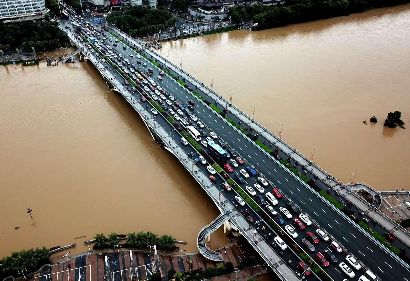 直播回顾:桂林连下暴雨河水猛涨