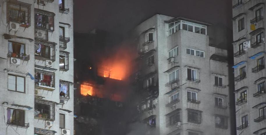 重慶居民樓從2層燒到30層現場驚心