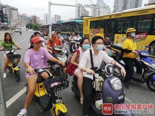 ?定了!电动车这种情形不戴头盔,罚钱!