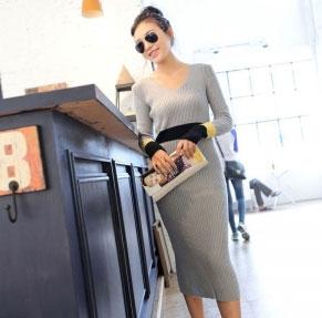 2013秋季韩版V领长袖针织长裙秋款黑袖毛衣