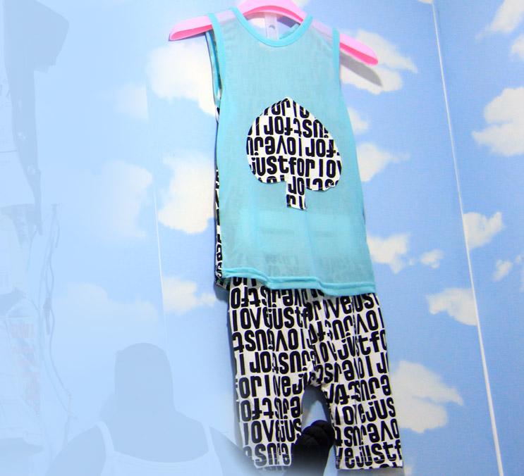 男童字母背心套装